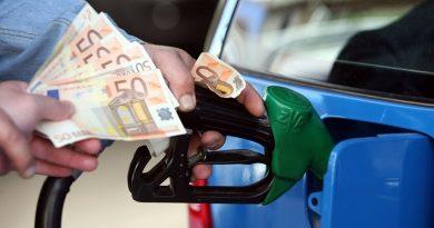 Βενζινοπώλες: Οι φόροι βάζουν «φωτιά» στα καύσιμα