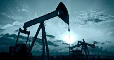 Ανοδικά το πετρέλαιο με ώθηση από τις εξελίξεις στο εμπόριο